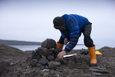 Alex Hartley claiming Nymark (rebuilding the cairn originally made in 2014)