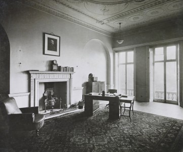 The drawing room of no. 8 Adelphi Terrace, once the room of Dr. Thomas Monro