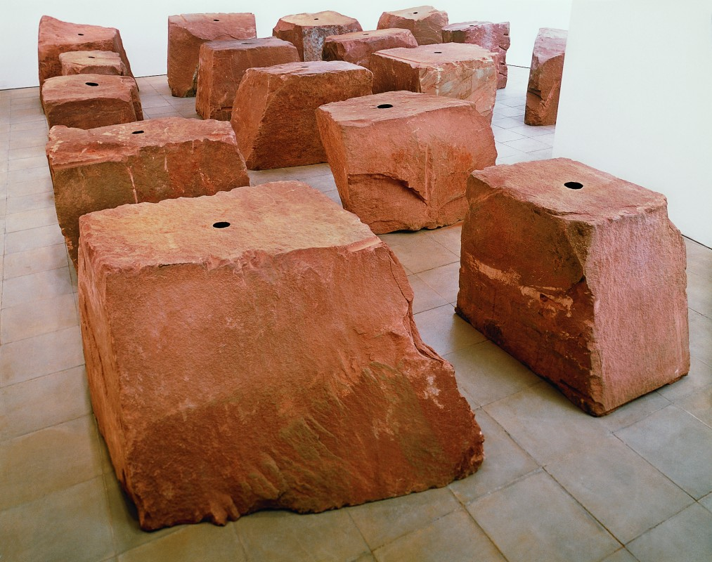 1989, 16 elements, sandstone and pigment, each element 125 x 125 x 125 cm